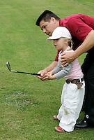 KLM OPEN LADIES 2007. Golfspelletjes voor de kinderen. Jim van Heuven van Staereling  van de PGA. COPYRIGHT KOEN SUYK
