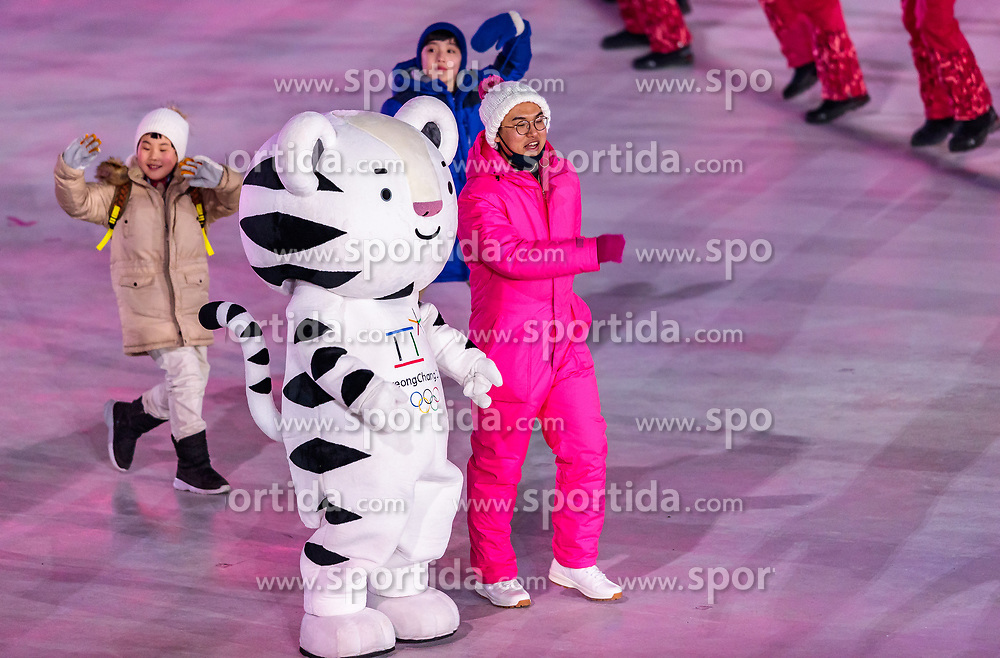 09.02.2018, Olympic Stadium, Pyeongchang, KOR, PyeongChang 2018, Eröffnungsfeier, im Bild Maskottchen // mascot during the Opening Ceremony of the Pyeongchang 2018 Winter Olympic Games at the Olympic Stadium in Pyeongchang, South Korea on 2018/02/09. EXPA Pictures © 2018, PhotoCredit: EXPA/ Johann Groder