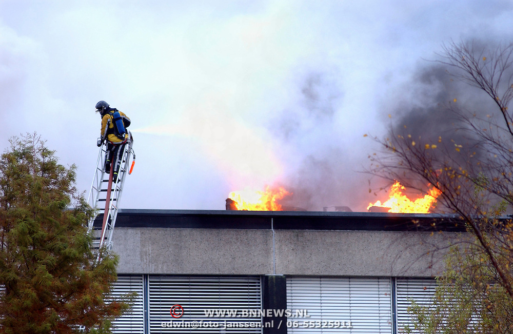 Grote brand Quest International Naarden,
