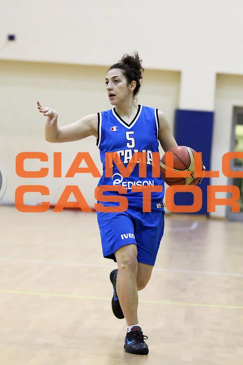 DESCRIZIONE : Roma Acqua Acetosa ritiro collegiale amichevole Nazionale Italia Donne<br /> GIOCATORE : Debora Carangelo<br /> CATEGORIA : palleggio<br /> SQUADRA : Nazionale Italia femminile donne FIP<br /> EVENTO : amichevole Italia A Italia B<br /> GARA : <br /> DATA : 17/01/2012<br /> SPORT : Pallacanestro<br /> AUTORE : Agenzia Ciamillo-Castoria/ElioCastoria<br /> Galleria : Fip Nazionali 2011 <br /> Fotonotizia : Roma Acqua Acetosa ritiro collegiale amichevole Nazionale Italia Donne