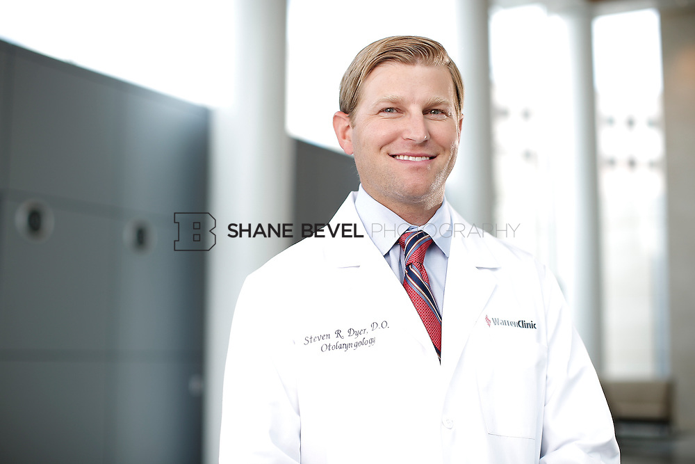 7/22/15 3:21:56 PM -- Dr. Steven Dyer poses for a portrait. <br /> <br /> Photo by Shane Bevel