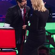 NLD/Hilversum/20180216 - Finale The voice of Holland 2018, Waylon met dame uit het publiek