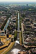 Nederland, Noord-Brabant, Den Bosch, 08-07-2010; Binnenstad met  Zuid-Willemsvaart (links het water van de Aa). Hoogbouw in het midden Jeroen Bosch Ziekenhuis (Groot Ziekengasthuis). Boven in beeld het Provinciehuis. .Town view with South Willemsvaart. Highrise in the middle Jeroen Bosch Hospital..luchtfoto (toeslag), aerial photo (additional fee required).foto/photo Siebe Swart