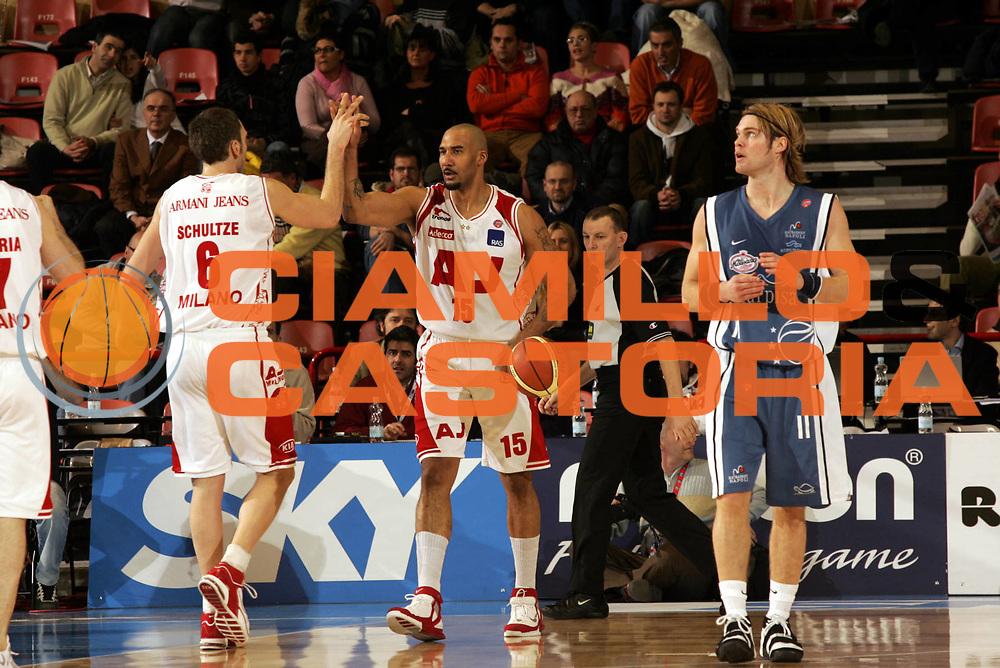 DESCRIZIONE : Forli Lega A1 2005-06 Coppa Italia Final Eight Tim Cup Carpisa Napoli Armani Jeans Milano<br />GIOCATORE : Blair Schultze<br />SQUADRA : Armani Jeans Milano<br />EVENTO : Campionato Lega A1 2005-2006 Coppa Italia Final Eight Tim Cup Quarti Finale<br />GARA : Carpisa Napoli-Armani Jeans Milano<br />DATA : 17/02/2006<br />CATEGORIA : Esultanza<br />SPORT : Pallacanestro<br />AUTORE : Agenzia Ciamillo-Castoria/Paolo Lazzeroni
