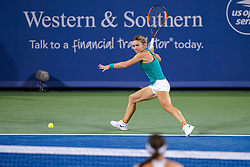 August 15, 2018 - Cincinnati, OH, U.S. - CINCINNATI, OH - AUGUST 15: Simona Halep (ROU) hits a forehand shot during the Western & Southern Open at the Lindner Family Tennis Center in Mason, Ohio on August 15, 2018. (Photo by Adam Lacy/Icon Sportswire) (Credit Image: © Adam Lacy/Icon SMI via ZUMA Press)
