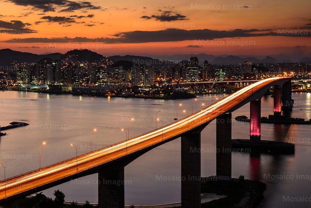 Brasil - Espirito Santo - Vila Velha - Anoitecer com vista para Terceira Ponte - Foto: Gabriel Lordello/ Mosaico Imagem