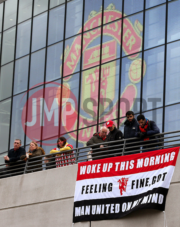 Manchester United fans hang up a flag outside Wembley Stadium - Mandatory by-line: Matt McNulty/JMP - 26/02/2017 - FOOTBALL - Wembley Stadium - London, England - Manchester United v Southampton - EFL Cup Final