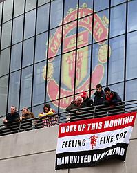 Manchester United fans hang up a flag outside Wembley Stadium - Mandatory by-line: Matt McNulty/JMP - 26/02/2017 - FOOTBALL - Wembley Stadium - London, England - Manchester United v Southampton - EFL Cup Final