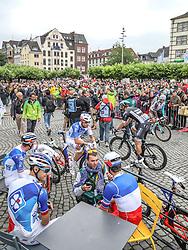 02.07.2017, Duesseldorf, GER, Tour de France, 2. Etappe von Düsseldorf (GER) nach Lüttich (BEL/203 km), im Bild Mitglieder des Teams FDJ (FRA) // members of the team FDJ during Stage 2 from Duesseldorf (GER) to Luettich (BEL/203 km) of the 2017 Tour de France in Duesseldorf, Germany on 2017/07/02. EXPA Pictures © 2017, PhotoCredit: EXPA/ Martin Huber