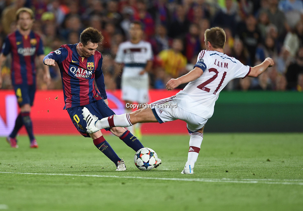 06.05.2015. Nou Camp, Barcelona, Spain, UEFA Champions League semi-final. Barcelona versus Bayern Munich.  The first goal for 1:0 scored by Lionel Messi (Barca) past keeper Manuel Neuer (FCB) as Philipp Lahm cannot stop the shot