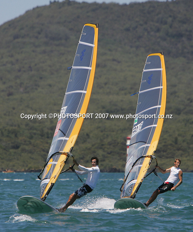 France's Nicholas Le Gal (R) and Brazil's Ricardo Santos in action. RS:X World Championship. Takapuna Boating Club, Auckland, New Zealand. Tuesday 15 January 2008. Photo: Hagen Hopkins/PHOTOSPORT