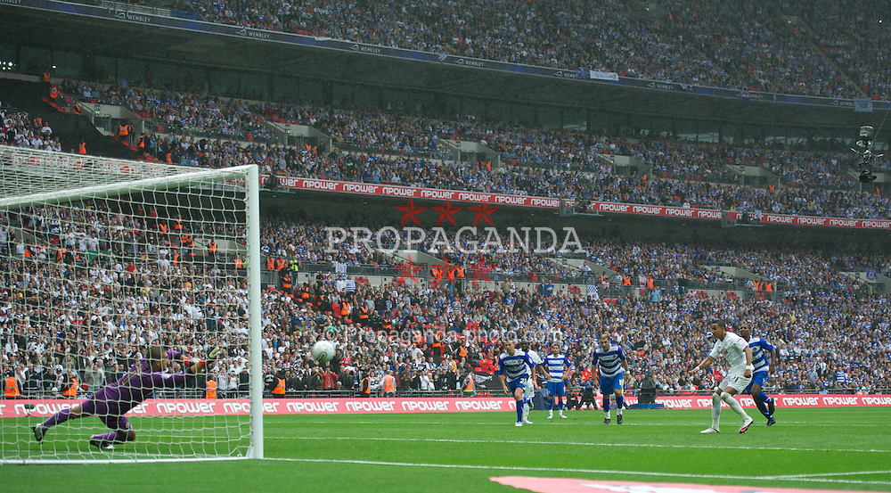 LONDON, ENGLAND - Saturday, May 30, 2011: Swansea City's Scott Sinclair completes his hat-trick as he scores the fourth goal against Reading from the penalty spot to seal victory during the Football League Championship Play-Off Final match at Wembley Stadium. (Photo by David Rawcliffe/Propaganda)