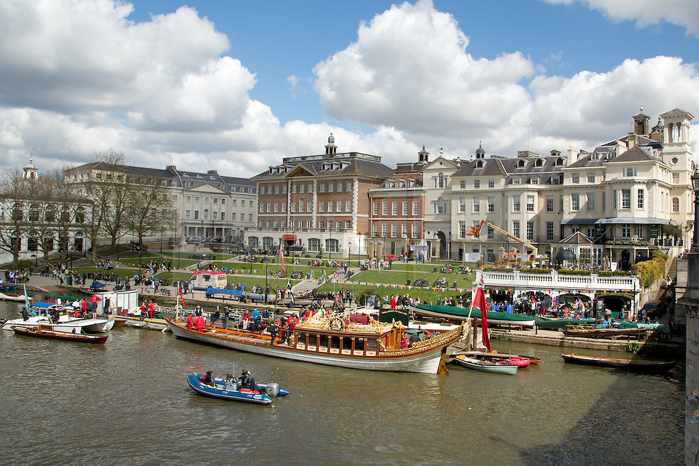 © Licensed to London News Pictures. 17/04/2016. Gloriana and crew takes a rest at sunny Richmond riverside. The Queen's Row Barge Gloriana has undertaken its first engagement of 2016 with the Tudor Pull from Hampton Court Palace to the Tower of London. The popular vessel was accompanies by a small flotilla of traditional Thames cutters for the re-enactment of the ancient ritual. The Tudor Pull took place in glorious sunny weather on the Thames today. Credit: Rob Powell/LNP