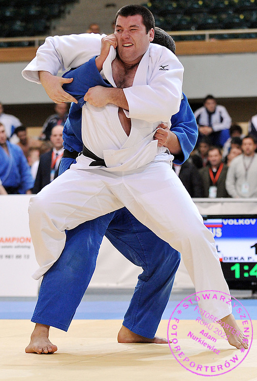 (WHITE) PIOTR DEKA (POLAND) & (BLUE) ANDREY VOLKOV (RUSSIA) DURING +100 KG WEIGHT CATEGORY FIGHT ON JUDO WORLD CUP MEN AT ARENA URSYNOW HALL IN WARSAW, POLAND...WARSAW , POLAND , MARCH 01, 2009..( PHOTO BY ADAM NURKIEWICZ / MEDIASPORT )..PICTURE ALSO AVAIBLE IN RAW OR TIFF FORMAT ON SPECIAL REQUEST.