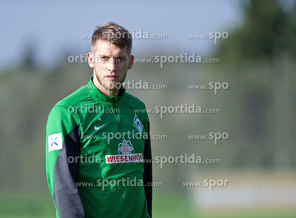 11.01.2014, Trainingsplatz, Jerez de la Frontera, ESP, 1. FBL, SV Werder Bremen, Trainingslager, im Bild Aaron Hunt (Bremen #14) // Aaron Hunt (Bremen #14) during Trainingsession of German Bundesliga Club SV Werder Bremen at Trainingsplatz in Jerez de la Frontera, Spain on 2014/01/11. EXPA Pictures © 2014, PhotoCredit: EXPA/ Andreas Gumz<br /> <br /> *****ATTENTION - OUT of GER*****
