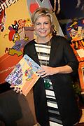 Presentatie van de Douwe Egberts Sinterklaasboeken in de Openbare Bibliotheek Amsterdam. <br /> <br /> Op de foto:  Prinses Laurentien met haar Sinterklaasboek