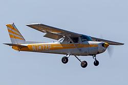 Cessna 152 (N747ZP) on approach to Palo Alto Airport (KPAO), Palo Alto, California, United States of America