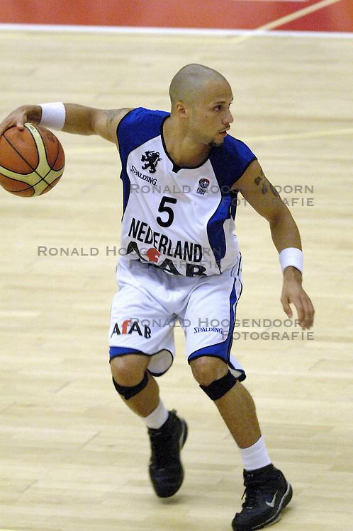16-09-2006 BASKETBAL: NEDERLAND - ALBANIE: NIJMEGEN<br /> De basketballers hebben ook hun vierde wedstrijd in de kwalificatiereeks voor het Europees kampioenschap in winst omgezet. In Nijmegen werd een ruime overwinning geboekt op Albanie: 94-55 / Vincent Krieger<br /> &copy;2006-WWW.FOTOHOOGENDOORN.NL
