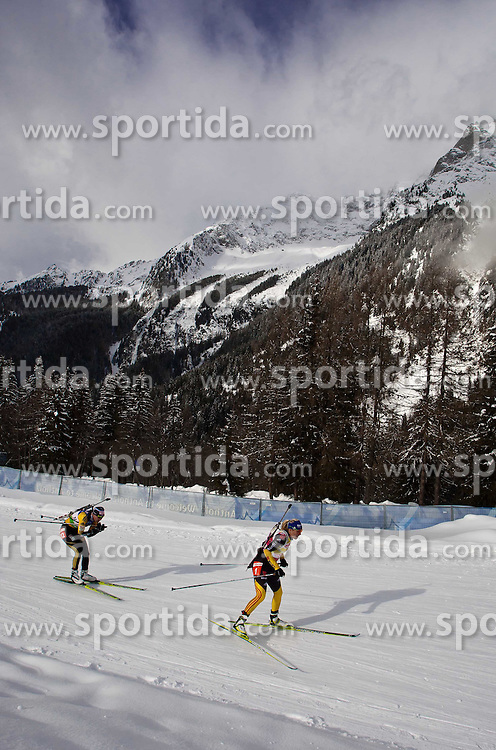 """22.01.2012, Südtirol Arena, Antholz, ITA, E.ON IBU Weltcup, 6. Biathlon, Antholz, Massenstart Damen, im Bild Sport in einem """"Winterwunderland"""", dritte Magdalena Neuner (GER) vor zweit platzierten Anastasiya Kuzmina (SVK) // Sport in a """"winter wonderland"""", third Magdalena Neuner (GER) in second place Anastasiya Kuzmina (SVK) during Mass Start Women E.ON IBU World Cup 6th, """"Southtyrol Arena"""", Antholz-Anterselva, Italy on 2012/01/22, EXPA Pictures © 2012, PhotoCredit: EXPA/ Juergen Feichter"""