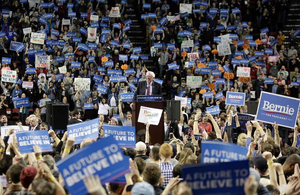 Democratic presidential candidate Bernie Sanders speaks during a rally at Key Arena on March 20, 2016 in Seattle.  AFP PHOTO/JASON REDMOND
