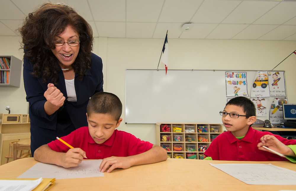 Principal Amelia Aguilar works with special needs students on the first first day of class at the new Sherman Elementary School, December 2, 2013.