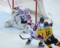 08.12.2017, Albert Schultz Halle, Wien, AUT, EBEL, Vienna Capitals vs KHL Medvescak Zagreb, 15. Runde, im Bild Kevin Poulin (KHL Medvescak Zagreb), Marko Poyhonen (KHL Medvescak Zagreb) und Tyler Cuma (UPC Vienna Capitals) // during the Erste Bank Icehockey League 15th Round match between Vienna Capitals and KHL Medvescak Zagreb at the Albert Schultz Ice Arena, Vienna, Austria on 2017/12/08. EXPA Pictures © 2017, PhotoCredit: EXPA/ Thomas Haumer