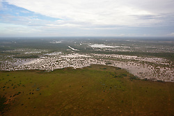View over the flooded Fitzroy to Grant's Range.