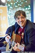 Portrait d'Yves Marchand en direct lors de l'émission radiophonique Francophonie Express  à  Bar Alice de l'hôtel Omni / Montreal / Canada / 2015-02-03, Photo © Marc Gibert / adecom.ca