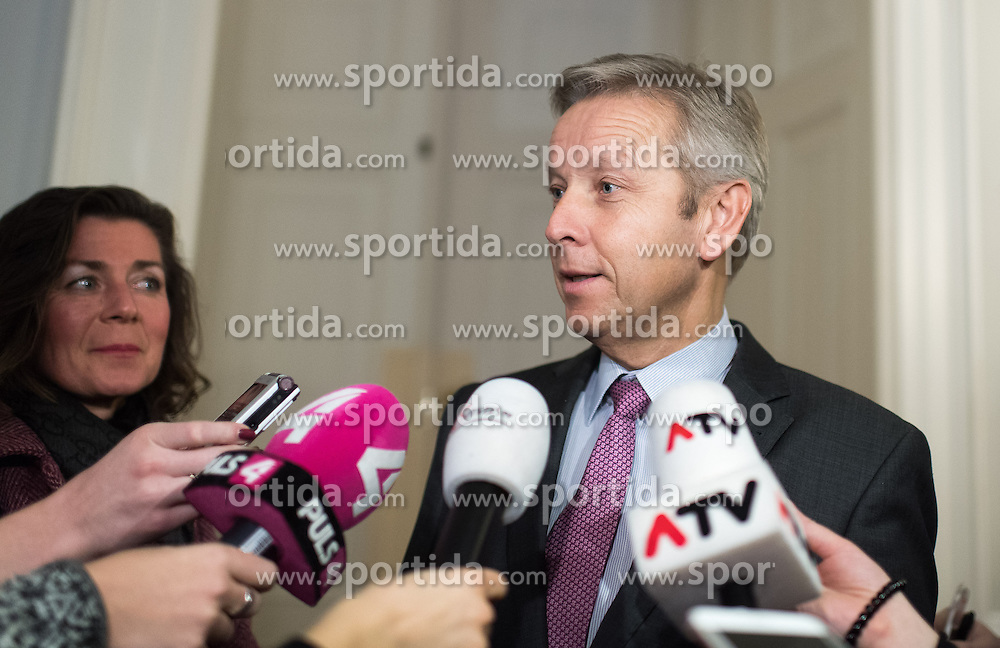 24.01.2017, Bundeskanzleramt, Wien, AUT, Bundesregierung, Sitzung des Ministerrats, im Bild ÖVP Klubobmann Reinhold Lopatka // Leader of the Parliamentary Group OeVP Reinhold Lopatka before cabinet meeting at Federal Chancellors Office in Vienna, Austria on 2017/01/24 EXPA Pictures © 2017, PhotoCredit: EXPA/ Michael Gruber