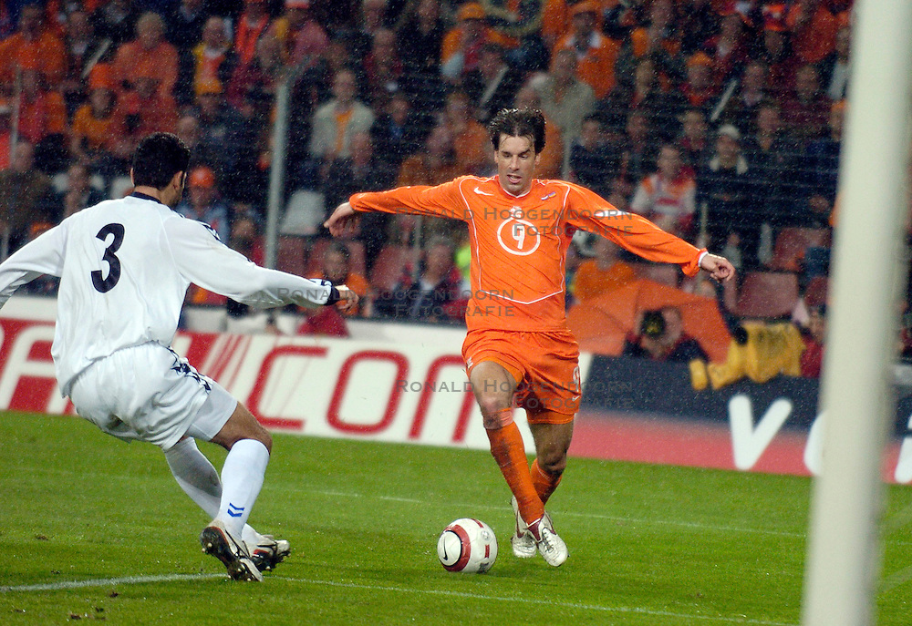 30-03-2005 VOETBAL: NEDERLAND-ARMENIE: WK KWALIFICATIE: EINDHOVEN<br /> <br /> Nederland heeft in een ondermaats duel Armeni&euml; met 2-0 geklopt en blijft daardoor koploper in EK-kwalificatiegroep 1 / <br /> <br /> &copy;2005-WWW.FOTOHOOGENDOORN.NL