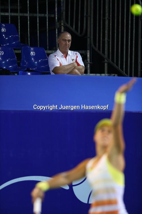 PTT Pattaya Open 2012,WTA Tennis Turnier,. International Series, Dusit Resort in Pattaya,.Thailand ,Trainer Ricardo Sanchez sitzt auf der Tribuene und beobachtet seine Spielerin Sabine Lisicki (GER).Halbkoerper,Hochformat,