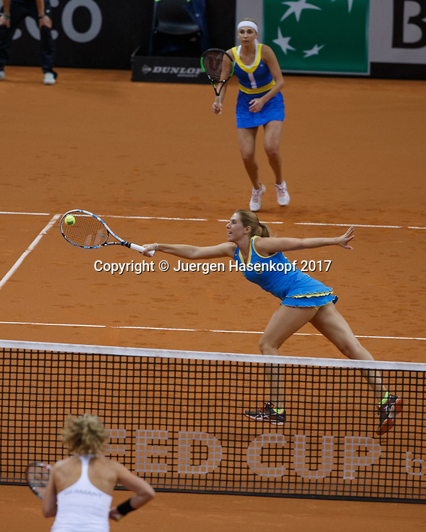 GER-UKR, Deutschland - Ukraine, <br /> Porsche Arena, Stuttgart, internationales ITF  Damen Tennis Turnier, Mannschafts Wettbewerb,<br /> Doppel Team Ukraine, OLGA SAVCHUK , hinten NADIIA KICHENOK.