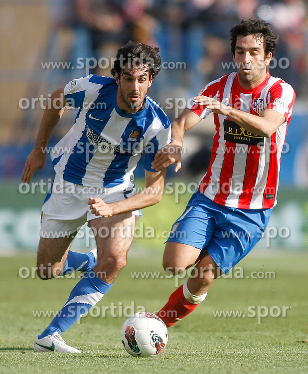 02.05.2012, Vicente Calderon Stadion, Madrid, ESP, Primera Division, Atletico Madrid vs Real Sociedad, Ersatztermin, im Bild Atletico de Madrid's Arda Turan (r) and Real Sociedad's Carlos Martinez Diez // during the football match of spanish 'primera divison' league, alternate date, between Atletico Madrid and Real Sociedad at Vicente Calderon stadium, Madrid, Spain on 2012/05/02. EXPA Pictures © 2012, PhotoCredit: EXPA/ Alterphotos/ Acero..***** ATTENTION - OUT OF ESP and SUI *****