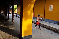 Chine, Shanghai, le temple bouddhiste de Longhua //  China, Shanghai, Bouddhist temple of Longhua