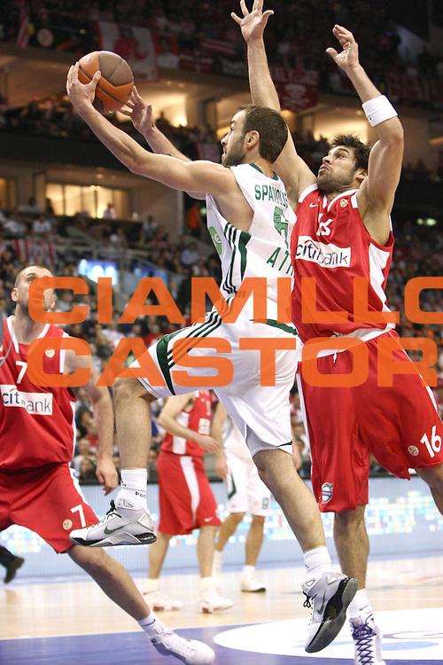 Berlino Eurolega 2008-09 Final Four Semifinale Olimpiacos Panathinaikos Atene<br /> GIOCATORE : Vassilis Spanoulis<br /> SQUADRA : Panathinaikos Atene <br /> EVENTO : Eurolega 2008-2009 <br /> GARA : Olimpiacos Panathinaikos Atene<br /> DATA : 01/05/2009 <br /> CATEGORIA : Tiro<br /> SPORT : Pallacanestro <br /> AUTORE : Agenzia Ciamillo-Castoria/C.De Massis