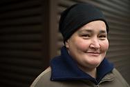 Die Kämpferin<br /> Anke, 46, verkauft Hinz&Kunzt in der Innenstadt. Anke muss den<br /> Winter nicht mehr<br /> fürchten. Sie hat<br /> einen Platz im<br /> CONTAINER<br /> ergattert.