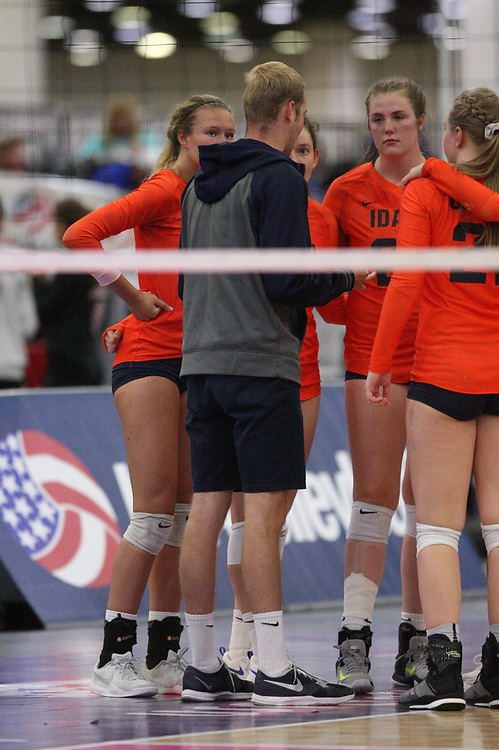 GJNC - July 2018 - Detroit, MI - 17 National - Crush (orange) - Rockets (black) - Photo by Wally Nell/Volleyball USA