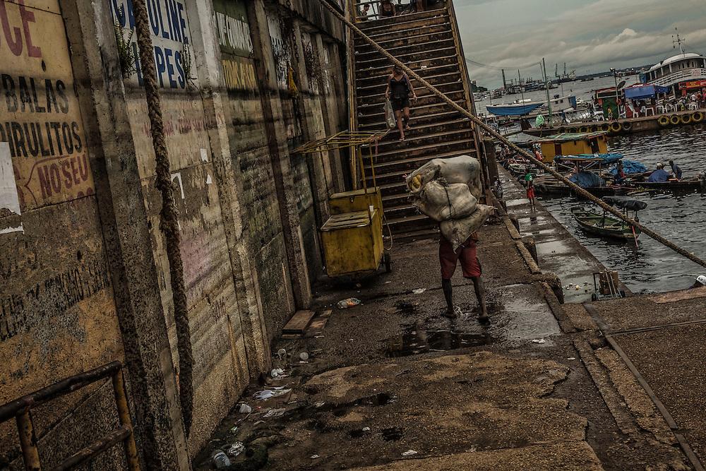 Brazil, Amazonas, rio Negro, Manaus. <br /> <br /> Port.