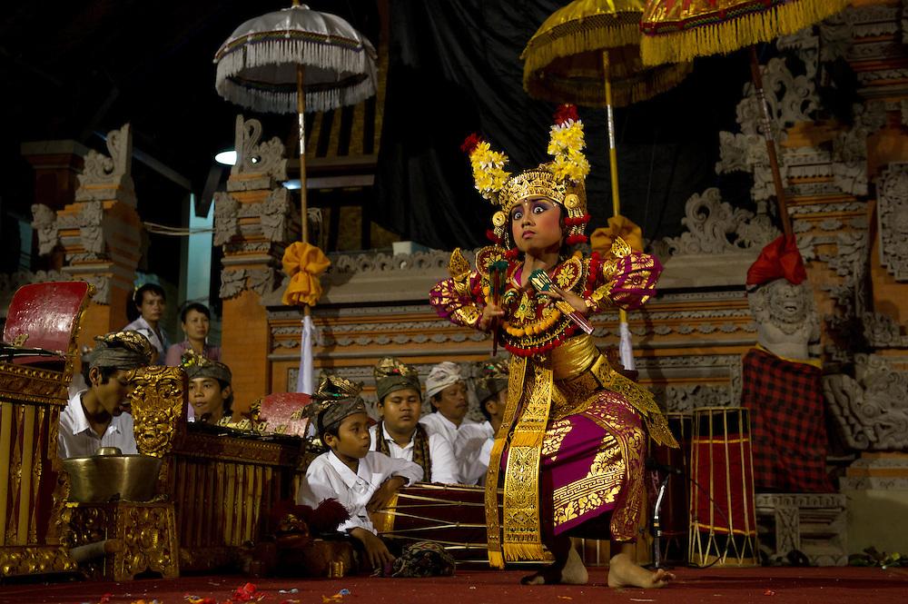 Balinese Legon Dance, Kuningan Festival, Mas - Bali Indonesia
