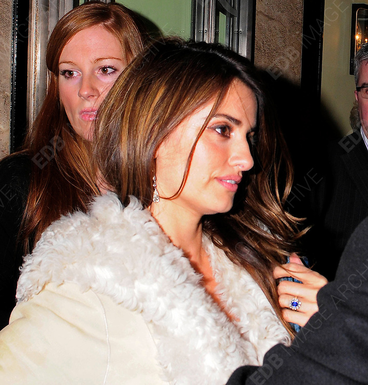 03.DECEMBER.2009 - LONDON<br /> <br /> PENELOPE CRUZ LEAVING THE AFTERPARTY AT CLARIDGES HOTEL AFTER THE PREMIERE OF HER NEW FILM NINE.<br /> <br /> BYLINE: EDBIMAGEARCHIVE.COM<br /> <br /> *THIS IMAGE IS STRICTLY FOR UK NEWSPAPERS &amp; MAGAZINES ONLY*<br /> *FOR WORLDWIDE SALES &amp; WEB USE PLEASE CONTACT EDBIMAGEARCHIVE-0208 954 5968*
