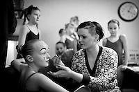 From the Ballet students show 15th of March 2011. Dancers from The Icelandic Classic Dance School prepare for the show. Frá nemendasýningu Klassíska Listdansskólans í Borgarleikhúsinu 15. mars 2011, nemendur undirbúa sig fyrir sýninguna.