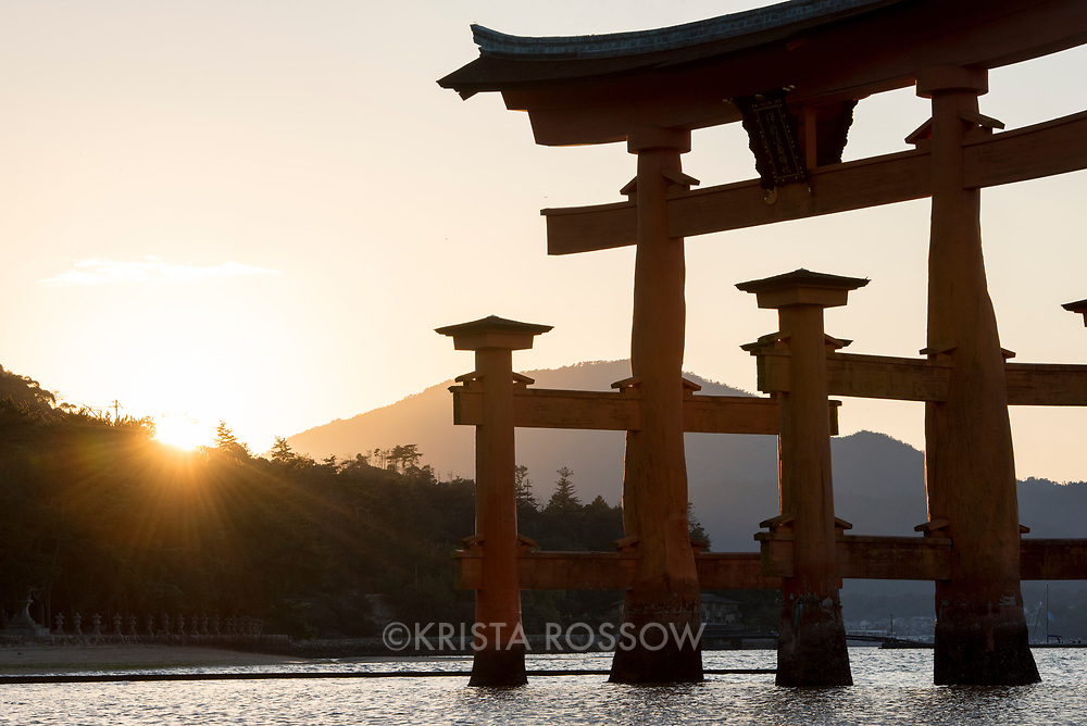 The bright orange O-Torii, or Grand Torii Gate, which stands in the Seto Inland Sea at about 16.8 meters in height, is the most well known structures of Itsukushima Shrine. This shrine, which is known as the floating shrine, is located on Miyajima Island and is a UNESCO World Heritage Site.