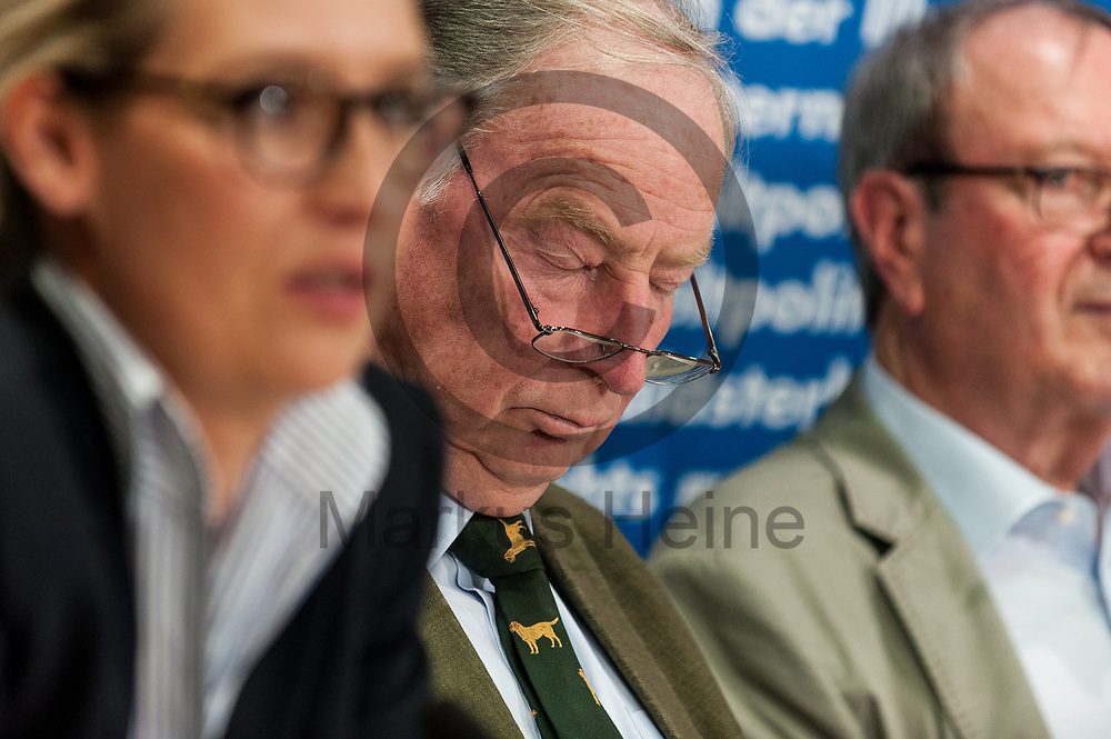 Deutschland, Berlin - 04.09.2017<br /> <br /> Der Spitzenkandidat der AfD Alexander Gauland hat w&auml;hrend der Pressekonferenz die Augen geschlossen. Die AfD (Alternative f&uuml;r Deutschland) stellt auf der Pressekonferenz unter dem Thema &quot;Irrweg beenden - Umwelt sch&uuml;tzen&quot; ihr Konzept f&uuml;r die Energiewende und Diesel vor.<br /> <br /> Germany, Berlin - 04.09.2017<br /> <br /> The AfD (alternative for Germany) will be presenting its concept for the power generation and diesel engines at the press conference entitled &quot;Ending Irrigation - Protecting the Environment&quot;.<br /> <br />  Foto: Markus Heine<br /> <br /> ------------------------------<br /> <br /> Ver&ouml;ffentlichung nur mit Fotografennennung, sowie gegen Honorar und Belegexemplar.<br /> <br /> Bankverbindung:<br /> IBAN: DE65660908000004437497<br /> BIC CODE: GENODE61BBB<br /> Badische Beamten Bank Karlsruhe<br /> <br /> USt-IdNr: DE291853306<br /> <br /> Please note:<br /> All rights reserved! Don't publish without copyright!<br /> <br /> Stand: 09.2017<br /> <br /> ------------------------------