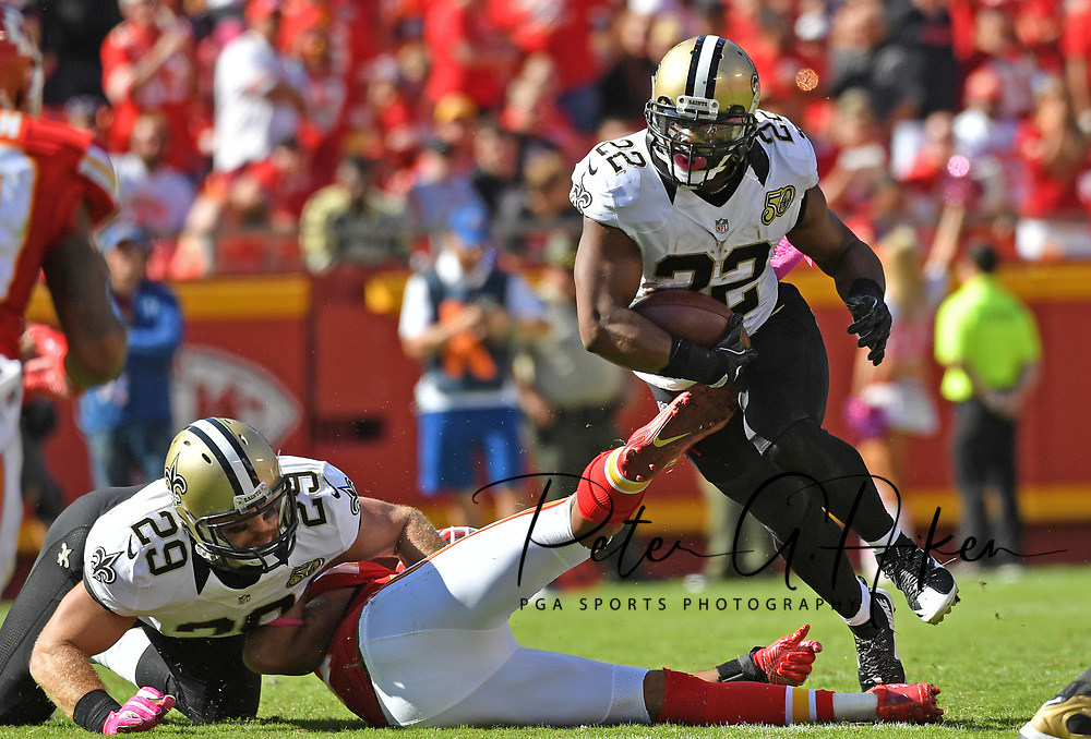 KANSAS CITY, MO - OCTOBER 23:  Running back Mark Ingram #22 of the New Orleans Saints rushes up field against the Kansas City Chiefs during the first half on October 23, 2016 at Arrowhead Stadium in Kansas City, Missouri.  (Photo by Peter G. Aiken/Getty Images) *** Local Caption *** Mark Ingram