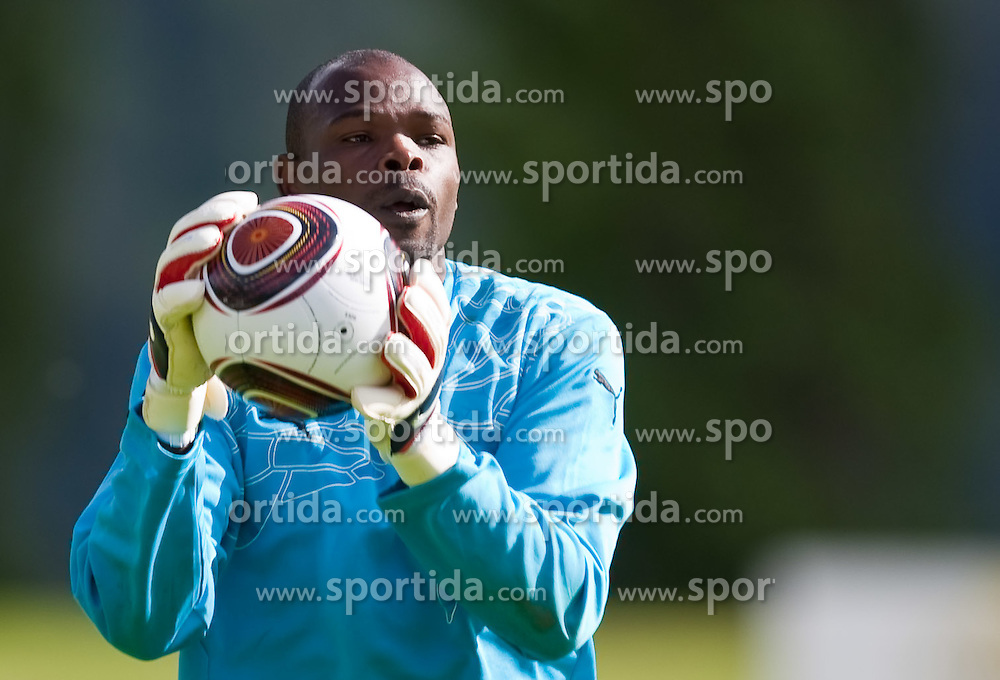 21.05.2010, Dolomitenstadion, Lienz, AUT, WM Vorbereitung, Kamerun Training im Bild Hamidou Souleymano, Torhüter, Nationalteam Kamerun (Kayserispor), EXPA Pictures © 2010, PhotoCredit: EXPA/ J. Feichter / SPORTIDA PHOTO AGENCY