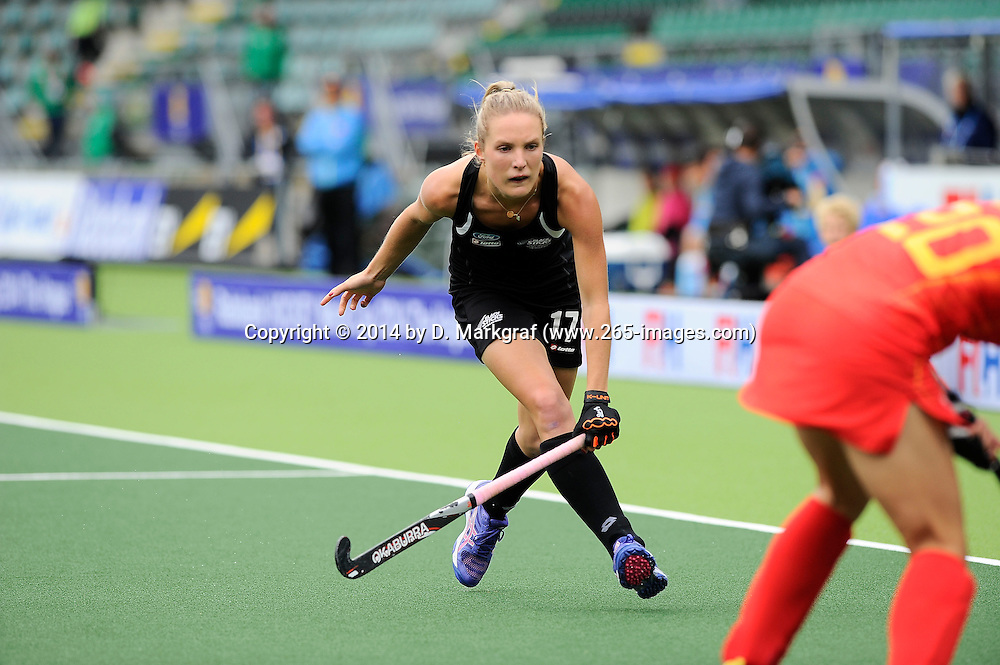 The Hague, Netherlands, June 14: Sophie Cocks #17 of New Zealand defends during the match during the field hockey placement match (Women - Place 5th/6th) between the Black Sticks of New Zealand and China on June 14, 2014 during the World Cup 2014 at Kyocera Stadium in The Hague, Netherlands. Final score 4-0 (1-0)  (Photo by Dirk Markgraf / www.265-images.com) *** Local caption ***