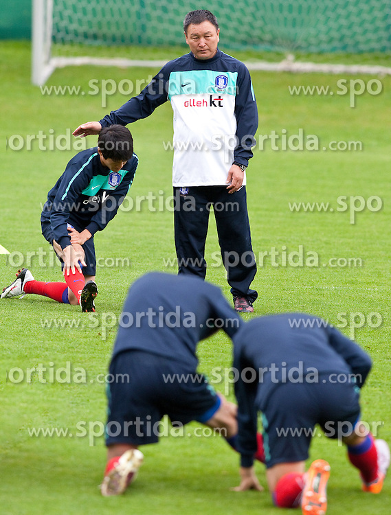 02.06.2010, Fussballstadion, Neustift, AUT, FIFA Worldcup Vorbereitung, Training Sued Korea, im Bild Huh Jung-Moo ( KOR ) Headcoache and Lee Chung-yong ( KOR ). EXPA Pictures © 2010, PhotoCredit: EXPA/ J. Groder / SPORTIDA PHOTO AGENCY