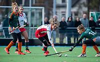TILBURG  - hockey- Tess Olde Loohuis (MOP)  met rechts Sarah van Heijst (WereDi)  tijdens de wedstrijd Were Di-MOP (1-1) in de promotieklasse hockey dames. COPYRIGHT KOEN SUYK