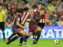 25.09.2010, San Mames, Bilbao, ESP, Primera Division, Athletic Bilbao vs FC Barcelona, im Bild FC Barcelona's David Villa (c) and Athletic de Bilbao's Mikel San Jose (l) and Andoni Iraola during La Liga match. EXPA Pictures © 2010, PhotoCredit: EXPA/ Alterphotos/ Acero +++++ ATTENTION - OUT OF SPAIN / ESP +++++