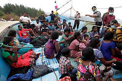 ACEH, INDONESIA - JUNE 14: 35 of Sri Lankan refugees wait in the stranded boat in the coast of Lhoknga Sea, Aceh, Indonesia on June 14, 2016. Refugees seek help from the Indonesia Government after their boat broke down and stranded. Junaidi Hanafiah / Anadolu Agency  | BRAA20160614_454 Aceh Indonésie Indonesia